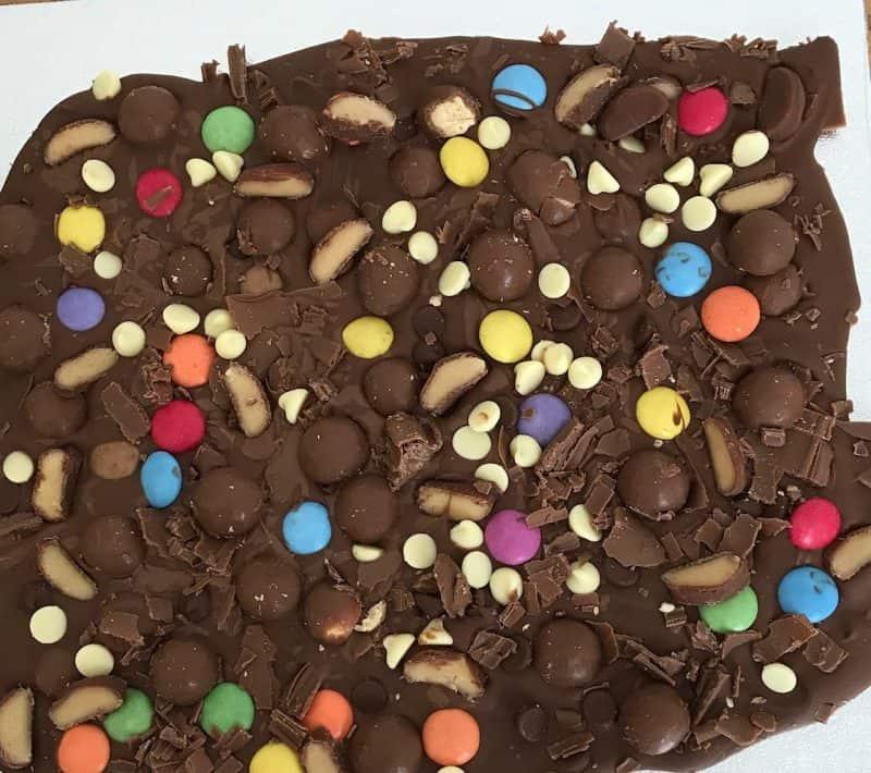 make a simple chocolate bark